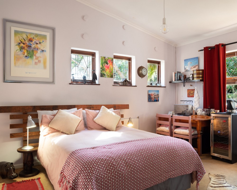 Tips to Using Bold Colour in the Bedroom